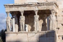 Крылечко кариатид в Erechtheion висок древнегреческия на Норт-Сайд акрополя Афин, Греции стоковое изображение rf