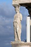 Крылечко кариатид в Erechtheion висок древнегреческия на Норт-Сайд акрополя Афин, Греции стоковое изображение