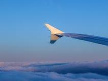 Крыло воздушного судна в небе Стоковое Фото