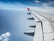 Крыло воздушных судн на небе Стоковое Фото