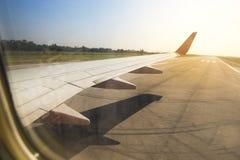 Крыло летания самолета Стоковые Фотографии RF