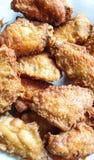 Крыло жареной курицы на плите Стоковое Изображение
