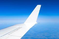 Крыло и winglets летая в небо Стоковая Фотография RF
