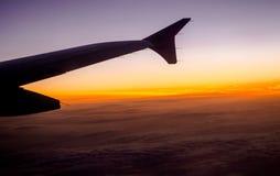 крыло небес голубого полета высоты самолета высокое Стоковая Фотография
