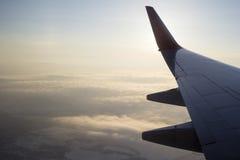 Крыло самолета и земли позади Стоковые Изображения