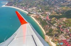 Крыло самолета над островом Langkawi Стоковые Фотографии RF