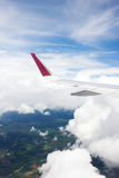 Крыло самолета от взгляда самолета окна Стоковое Изображение