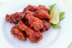 Крыло цыпленка с сладостным соусом chili Стоковое фото RF