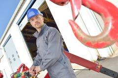 Крюк крана построителя работая outdoors Стоковые Фото