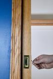Кто-то открывая малую дверь используя их руки Стоковые Фото