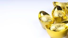 Куала-Лумпур, Малайзия - 13-ое декабря 2017: Крупный план китайского нового золота Sycees Year's или золотого ингота Стоковое Фото