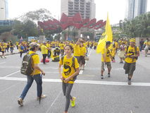 КУАЛА-ЛУМПУР, МАЛАЙЗИЯ - 19-ОЕ НОЯБРЯ 216: Тысячи Bersih 5 протестующих на районе города KLCC Стоковое Изображение
