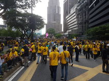 КУАЛА-ЛУМПУР, МАЛАЙЗИЯ - 19-ОЕ НОЯБРЯ 216: Тысячи Bersih 5 протестующих на районе города KLCC Стоковое фото RF