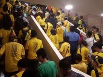 КУАЛА-ЛУМПУР, МАЛАЙЗИЯ - 19-ОЕ НОЯБРЯ 2016: Тысячи Bersih 5 протестующих на улицах города Стоковое Изображение RF