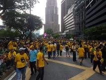 КУАЛА-ЛУМПУР, МАЛАЙЗИЯ - 19-ОЕ НОЯБРЯ 2016: Тысячи Bersih 5 протестующих на улицах города Стоковая Фотография RF