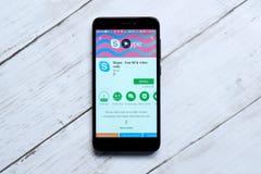 КУАЛА-ЛУМПУР, МАЛАЙЗИЯ - 28-ОЕ ЯНВАРЯ 2018: Skype app на магазине игры андроида Skype было создано Swede Niklas Zennström стоковые изображения rf
