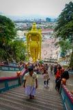 Куала-Лумпур, Малайзия - 9-ое марта 2017: Статуя ` s мира самая высокорослая Murugan, индусское божество в Batu выдалбливает, оче Стоковые Изображения RF