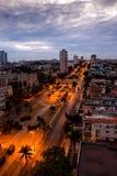Куба. Ноча Гавана. Взгляд сверху на бульваре Presidents.Cityscape стоковые фото