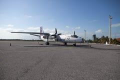 КУБА 1-ОЕ ФЕВРАЛЯ 2013: Самолет национальной авиакомпании Cubana на авиаполе стоковые фотографии rf