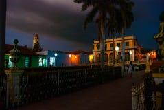 Куба Тринидад Мэр площади и церковь святой троицы Последний вечер польза таблицы фото ночи ландшафта установки изображения предпо Стоковая Фотография RF