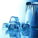 Кубики льда в стекле стоковые фото