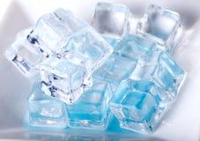 кубики морозят белизну стоковая фотография