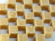 Кубики уточненного камышового сахара стоковая фотография rf
