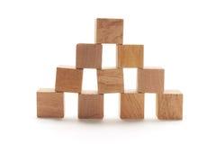 кубики штабелируют деревянное стоковые фотографии rf