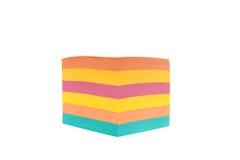 Кубик покрашенной бумаги для примечаний стоковые изображения rf