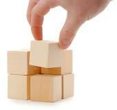 кубик устанавливает руку деревянную стоковая фотография rf