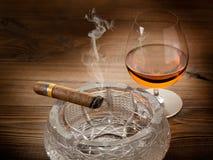 кубинец конгяка сигары Стоковая Фотография