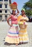 кубинец одевает традиционных нося женщин стоковые изображения