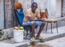 Кубинец приносить продавец стоковые изображения