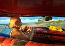 кубинский таксомотор водителя Стоковая Фотография RF