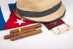 Кубинськая сигара и шляпа Стоковая Фотография