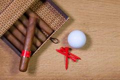 Кубинськие сигары на деревянном столе Стоковое Изображение