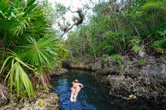 Кубинськие cenotes - Cueva de los Peces около пляжа Giron стоковые фото