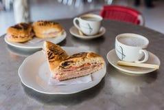 Кубинський сандвич и Cafecito в Гаване, Кубе стоковые изображения