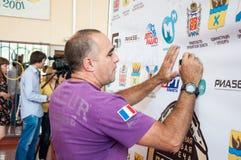 Кубинський тренер Humberto Horta Dominguez и его автографы бокса Стоковые Фотографии RF