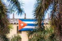 Кубинський флаг на фасаде здания, Гавана, Куба Стоковая Фотография