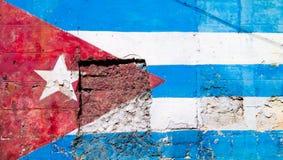 Кубинський флаг покрашенный на старой стене в Гаване Стоковое Изображение