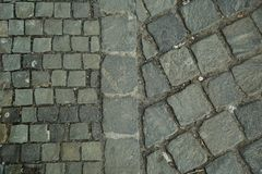 Кубический камень, булыжник кроет мостовую черепицей Конспект и декоративный взгляд сверху тротуара стоковая фотография rf