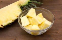 Кубы ананаса на шаре на древесине Стоковая Фотография RF