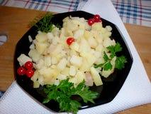 Кубы картошки на плите Стоковое Фото