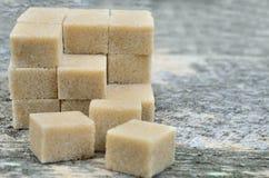 Кубы коричневого цвета сахара od группы стоковое фото rf