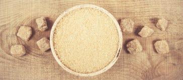 Кубы сахара - тросточки желтого сахарного песка Стоковая Фотография