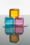 Кубы льда в предпосылке белизны цвета Стоковое фото RF