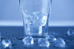 Кубы льда, питье спирта Стоковая Фотография
