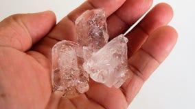 Куб ладони, пальца и льда Стоковые Фотографии RF