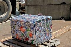 Куб алюминиевой чонсервной банкы Стоковая Фотография RF